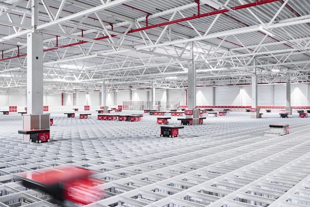 AutoStore robots moving