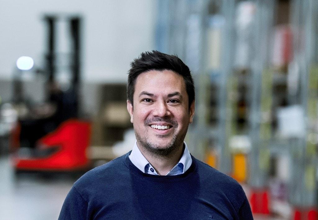 Conrad Edgren, Logistics Manager bij Matsmart lachend voor de camera